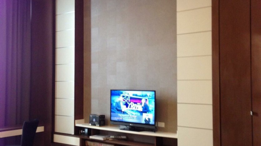 Penthouse 2 bed for rent at PhraKanong - TV in Master Bedroom