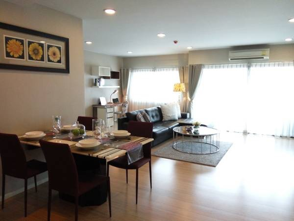 Three bedroom condo for rent in Ploenchit - Living/dining area