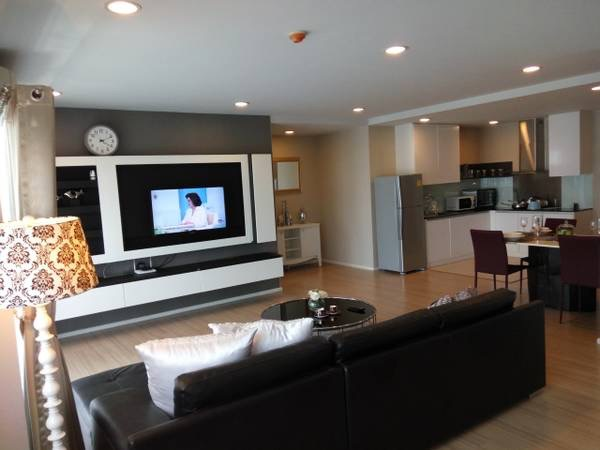 Three bedroom condo for rent in Ploenchit - Living area