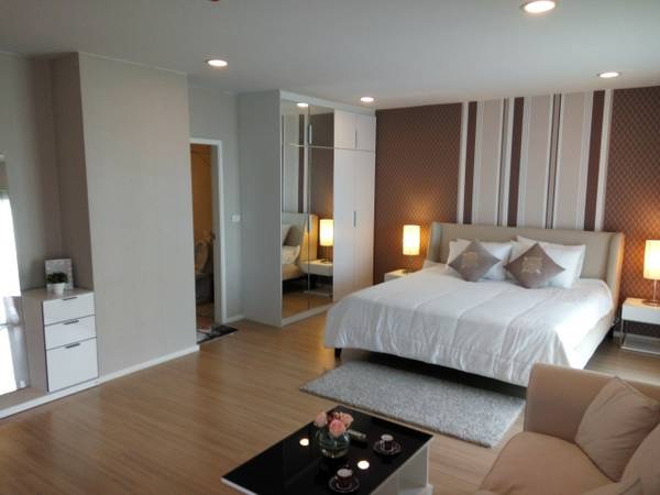 Three bedroom condo for rent in Ploenchit - Master bedroom 2