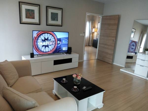 Three bedroom condo for rent in Ploenchit - Second bedroom