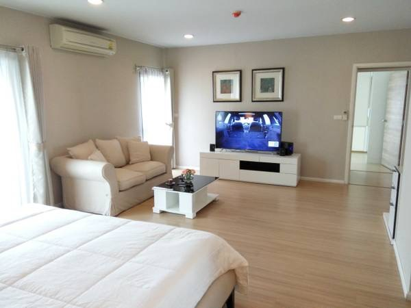 Three bedroom condo for rent in Ploenchit - Second bedroom 2