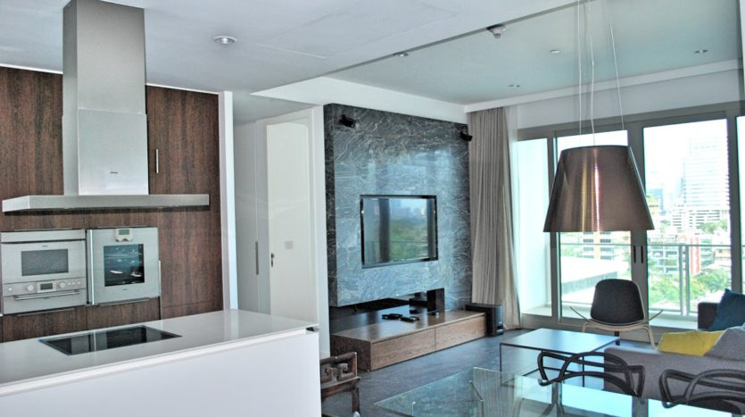 Two bedroom condo for rent in Rajadamri - Kitchen dining and living