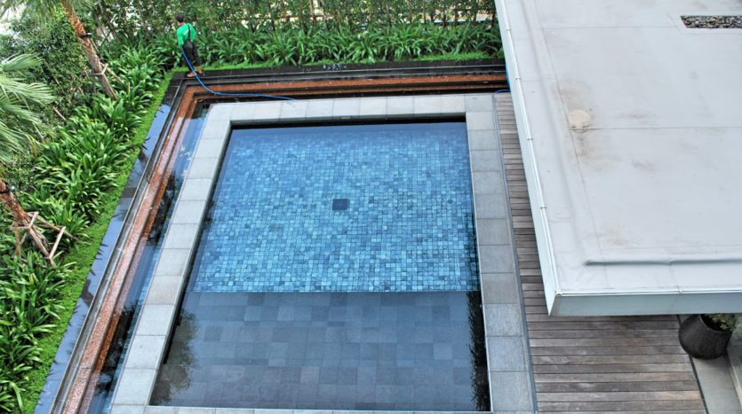 Two bedroom condo for rent in Rajadamri - Pool