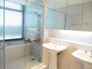 Two bedroom unit for rent in Phrom Phong - Bathroom