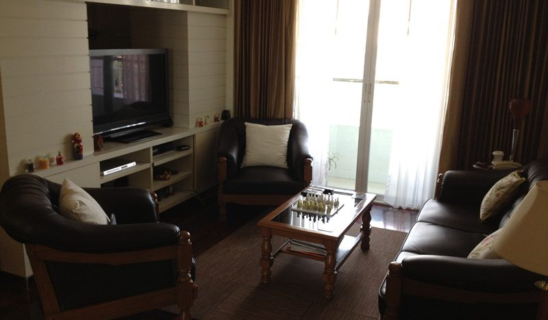 Three bedroom unit for rent in Langsuan - Living room 1