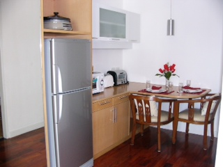 Three bedroom unit for rent in Langsuan - Kitchen
