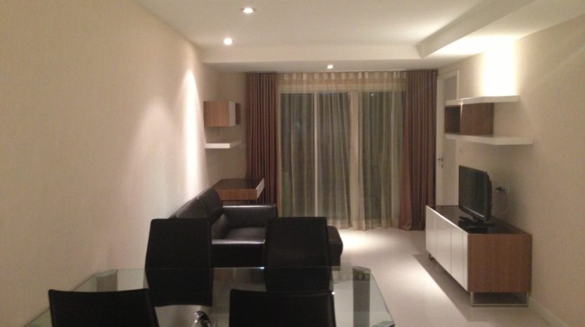 One bedroom condo for rent in Ekamai - Living area