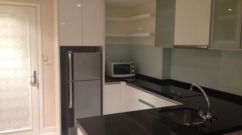 One bedroom condo for rent in Ekamai - Kitchen
