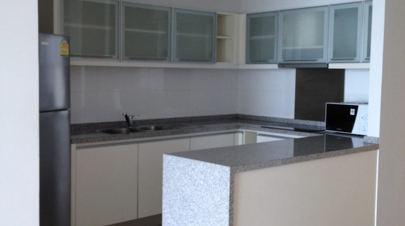 Two bedroom unit for rent in Asoke - Kitchen