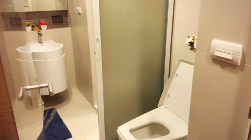 One bedroom condo for rent in Ari - Bathroom