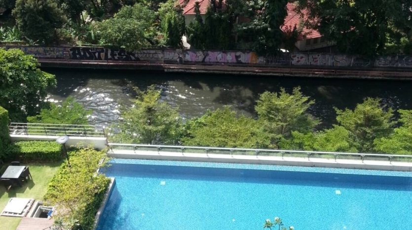 Two bedroom duplex for rent in Asoke - Pool view