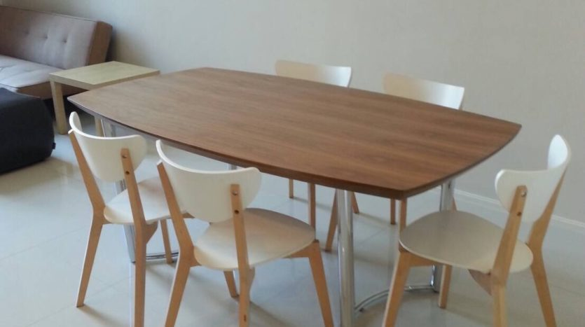 Two bedroom duplex for rent in Asoke - Dining table