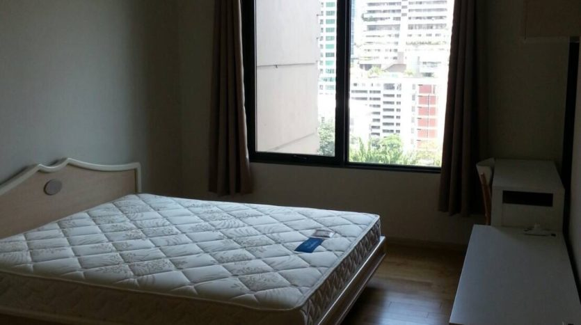 Two bedroom duplex for rent in Asoke - Master bedroom