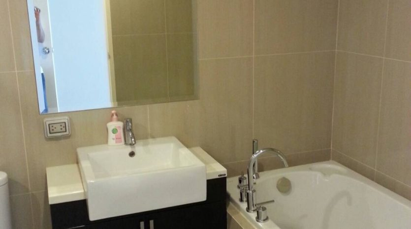 Two bedroom duplex for rent in Asoke - Bathroom