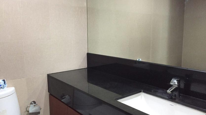 Two bedroom condo for rent in Rajadamri - Bathroom