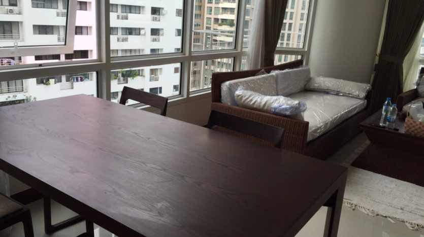 Two bedroom condo for rent in Rajadamri - Dining