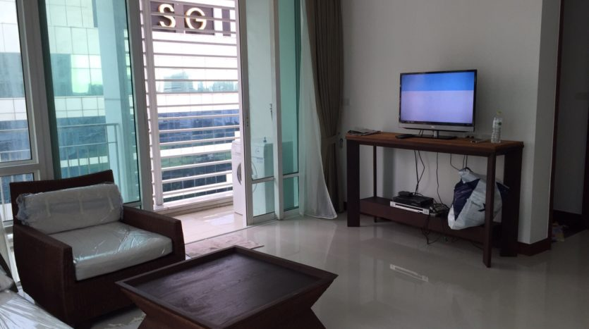 Two bedroom condo for rent in Rajadamri - Living room tv