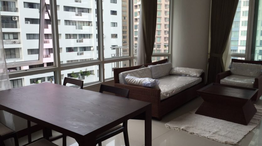 Two bedroom condo for rent in Rajadamri - Sofa
