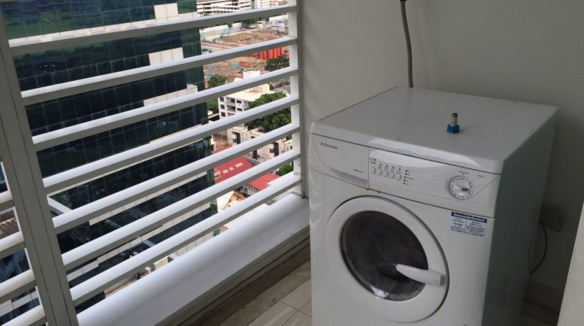 Two bedroom condo for rent in Rajadamri - Washing machine