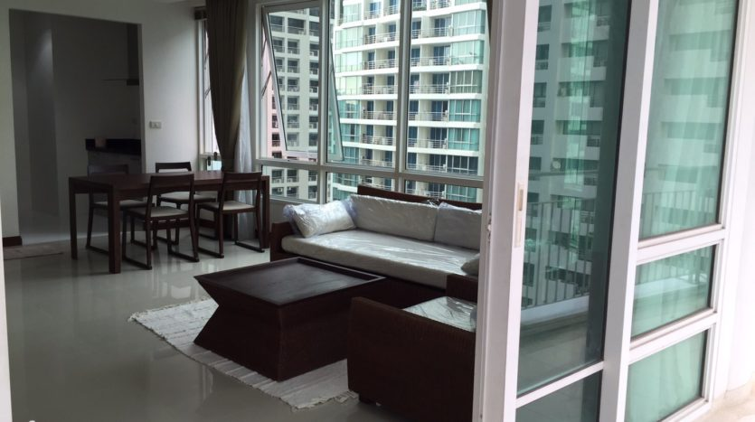 Two bedroom condo for rent in Rajadamri - Dining/Living area