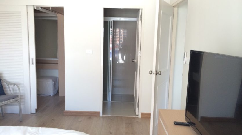 One bedroom condo for rent in Ari - Walk in wardrobe