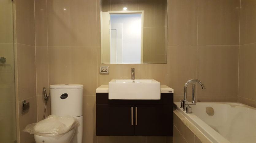 Two bedroom duplex for rent in Asoke - Bathroom