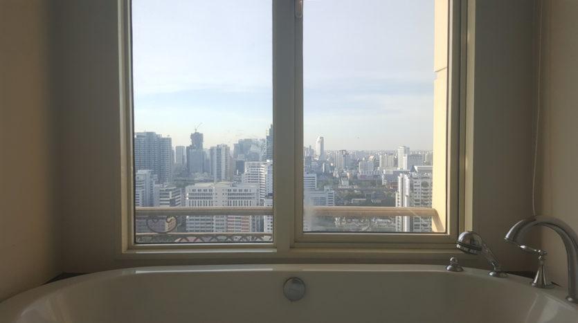 Three bedroom condo for rent in Asoke - Master Bathroom