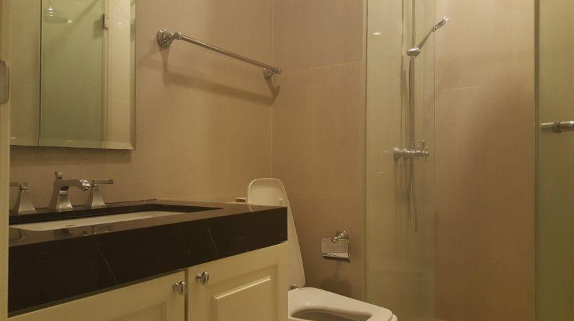 Three bedroom condo for rent in Asoke - Bathroom