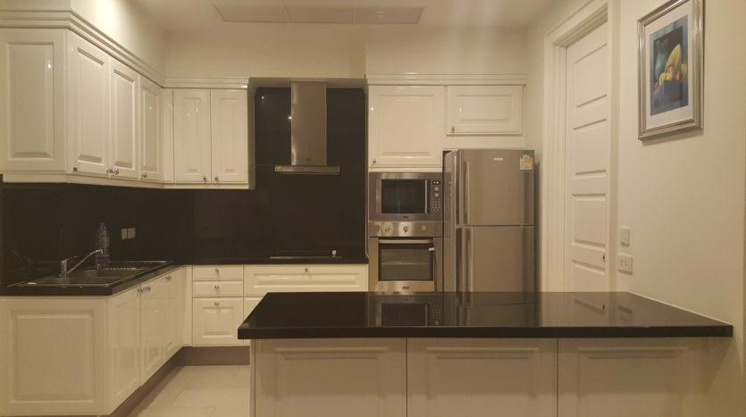 Three bedroom condo for rent in Asoke - Kitchen