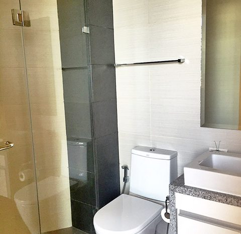 Two bedroom property for rent in Asoke - Guest bathroom