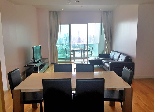 Two bedroom property for rent in Asoke - Dining table