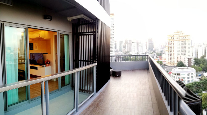 Two bedroom condo for rent in Phrom Phong - Balcony
