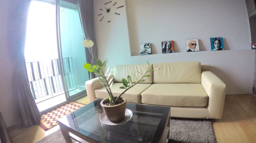 One bedroom condo for rent in Thong Lo - Sofa