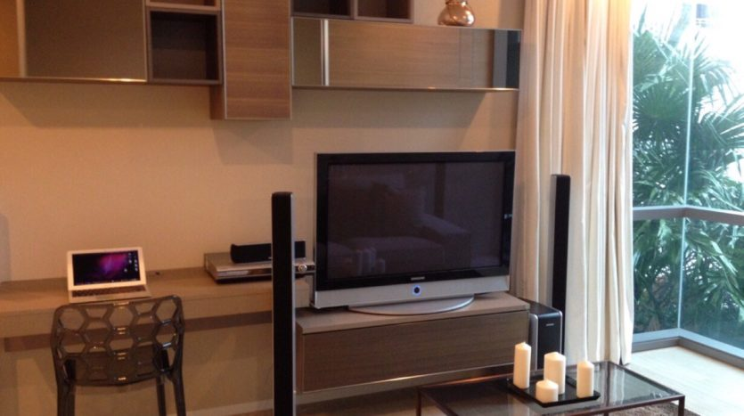 One bedroom condo for rent in Asoke - TV