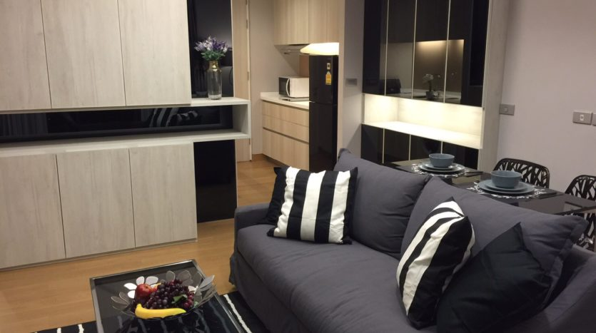 One bedroom condo for rent in Phrom Phong - Sofa