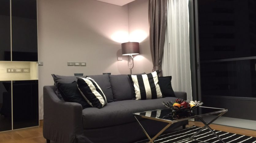 One bedroom condo for rent in Phrom Phong - Living room