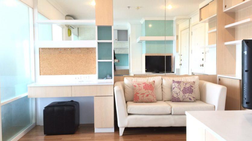 One bedroom condo for rent in Rama 9 - Open plan