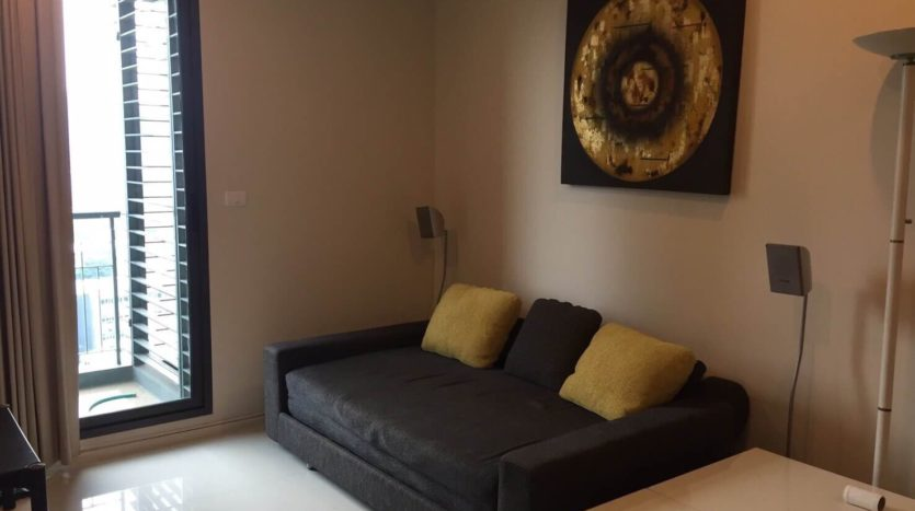 One bedroom unit for rent in Asoke - Sofa
