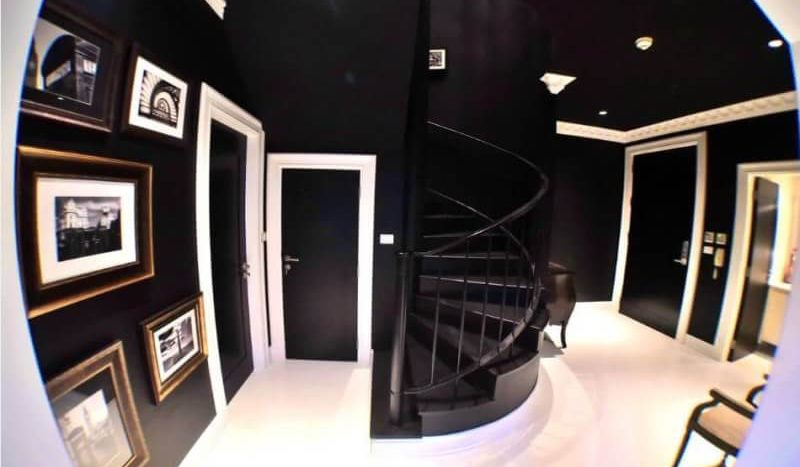 Luxurious three bedroom duplex for rent in Phrom Phong - Staircase