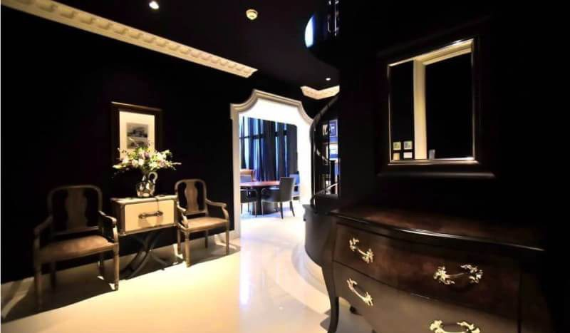 Luxurious three bedroom duplex for rent in Phrom Phong - Dressing table