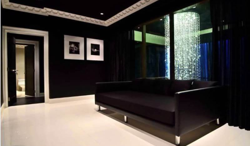 Luxurious three bedroom duplex for rent in Phrom Phong - Sofa