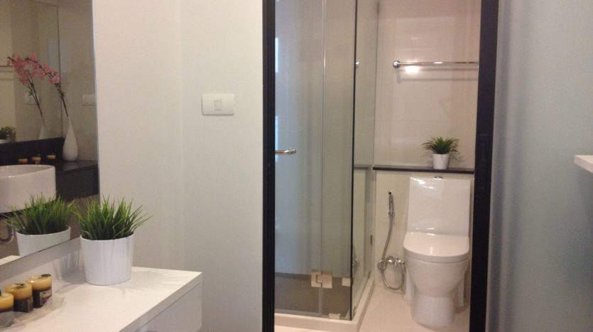 One bedroom unit for rent in Thong Lo - W.C