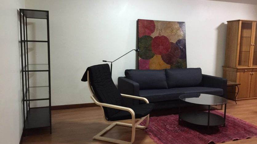 Three bedroom condo for rent in Thong Lo - Sofa