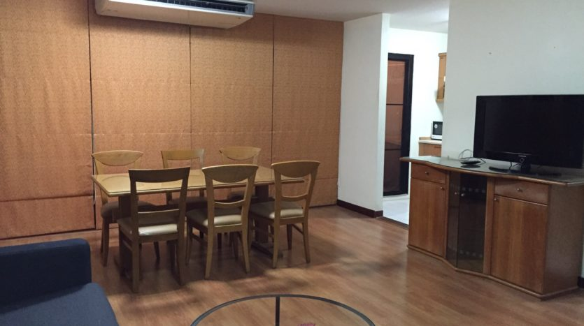 Three bedroom condo for rent in Thong Lo - Dining table