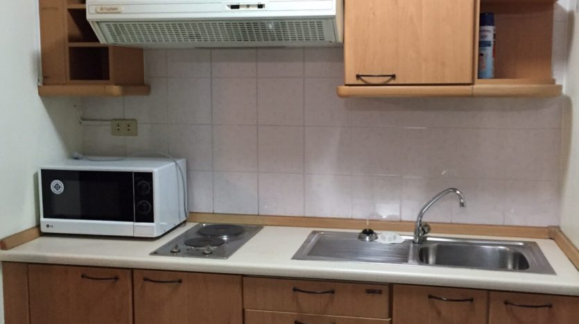 Three bedroom condo for rent in Thong Lo - Kitchen