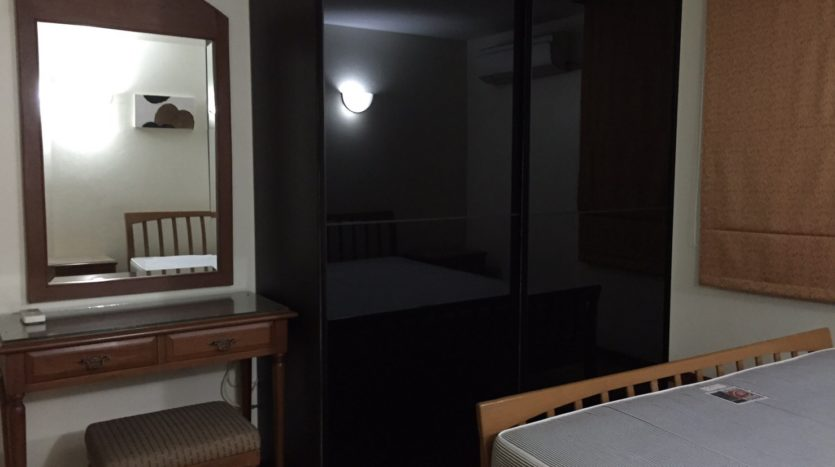 Three bedroom condo for rent in Thong Lo - Wardrobe