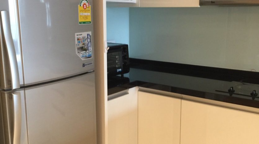 Two bed condo for rent in Ekamai - Kitchen
