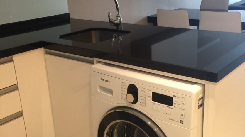 Two bed condo for rent in Ekamai - Washing machine