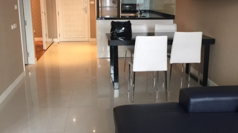Two bed condo for rent in Ekamai - Living room